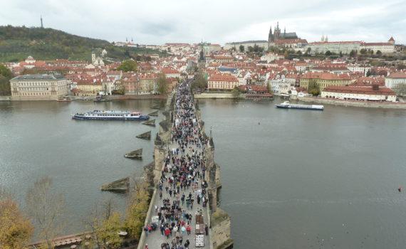 Tips voor je citytrip naar Praag: Karelsbrug, de astronomische klok en de Lennon wall